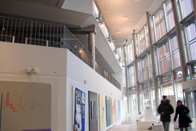 Akustikpuds - Akustikloft: VUC Sønderborg - atrium